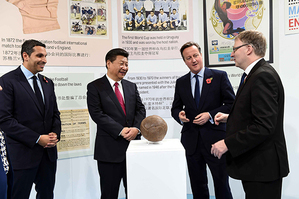 Visiting Chinese President Xi Jinping, a well known football fan, on Friday of October 23 called for more exchange and cooperation between China and Britain on football as well as other sports. Accompanied by British Prime Minister David Cameron, Xi visited the Manchester City Football Academy.