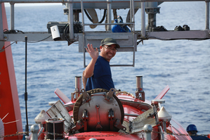Jiaolong, China's manned submersible, conducted a dive in the Mariana Trench on May 23, with Xinhua News Agency journalist Liu Shiping on board. Diving along with scientists to 4,811 meters below the sea's surface, in the world's deepest known trench, was a journey full of wonder and surprises.